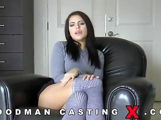 brunetka, casting, gwiazda porno, małe cycki, drażnienie