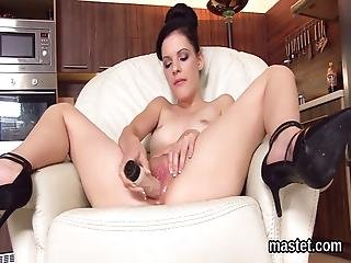 Sexy Czech Chick Gapes Her Pink Pussy To The Extreme