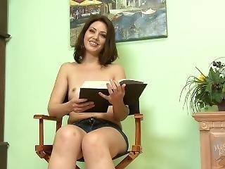 Topless Girls Reading: Clockers