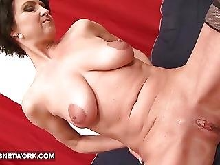 Cougar Likes It Black She Wants Deepthroat Cumshot Mouth