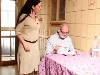 Vecchio Pappone Fa Prostituire La Sua Badante. Con Luna Dark E Capitano Eri