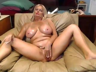 Busty Granny Fingering Her Old Pussy On Camshow