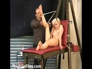 любитель, БДСМ, блондинка, палками, зажимается, хардкор, боль, наказать, раб, трепка, пытка, кнут
