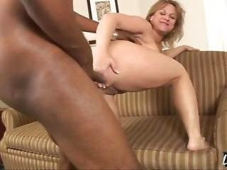 Stunning Summer Is A Horny Milf