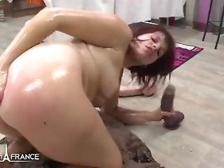 Nice Ass Lady Takes Anal Deep Oiled