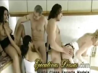 Tremenda Fiesta Y Orgia Caliente En Familia Threesome Porno Espanolas