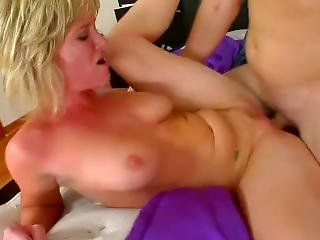 Fuckswipe.com - Big Booty Blonde Gets A Facial