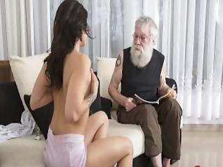 blowjob, sofá, vaca, deepthroat, sexando, duro, vieja, vieja joven, hombre más viejo, coño, sexy, Adolescente, joven