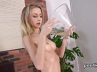 Breathtaking Nympho Is Pissing And Pleasuring Trimmed Cunt
