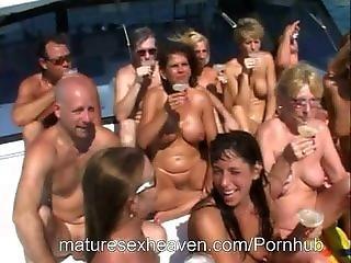 bedstemor i orgie asiatiske braces porno