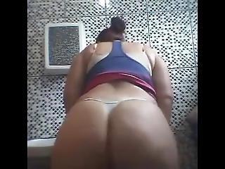 Dj Negret Mc Th Dan�arina Jhenny Dan�ando No Banheiro De Calsinha