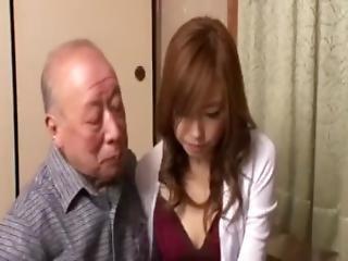 brunetka, śmietanka, sperma wewnątrz, japonka, misjonarska, stara, starzy z młodymi, starszy mężczyzna, sterczące, ujeżdżanie, młoda