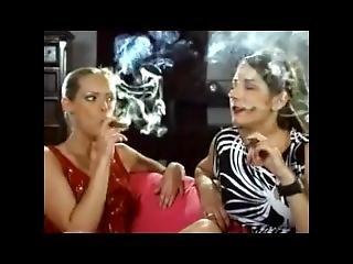 bonasse, blonde, brunette, cigarette, fumeur
