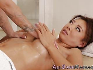 Asian Les Eats Masseuse