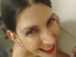 amateur, pijp, brunette, paar, sperma, sperma doorslikken, ejaculatie, milf, douche, kleine tieten, zuigen, door slikken, webcam