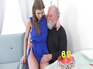 Old Goes Young Yummy Babe Congratulates An Oldman With Sex