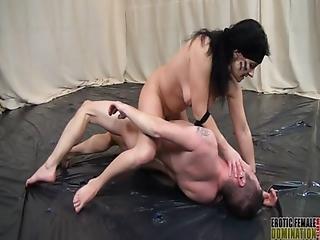 bdsm, cfnm, dominierung, aufs gesicht setzen, femdom, fetisch, mutter, nackt, alt, ersticken