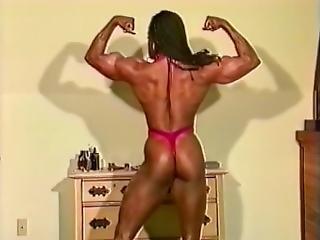 Female Bodybuilder Yolanda Posing
