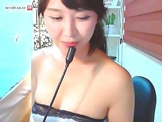 Korean Girl Shows Nice Boobs 01