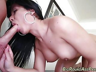 Bubblebut Latina Takes It