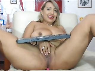 Horny Chubby Latina Big Tits Fingering Her Big Pussy Live On Cam