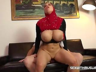 Busty Muslim Get Nasty