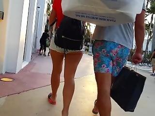 Stort fisse i shorts