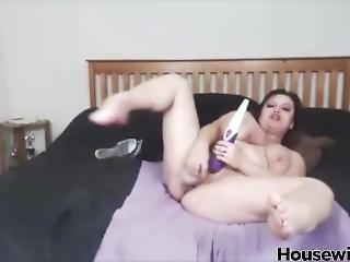 Submissive Cougar Alhana Masturbates And Gets Orgasm