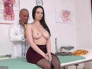 Doctor And A Hotty In Nylons And Heels Have Sex