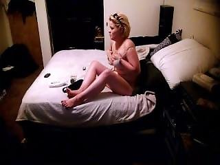 Lynzi Undressing