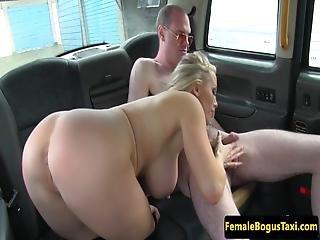 babe, bagsæde, stort bryst, blond, blowjob, bryst, sæd, handjob, hardcore, onani, milf, realitiet, taxi