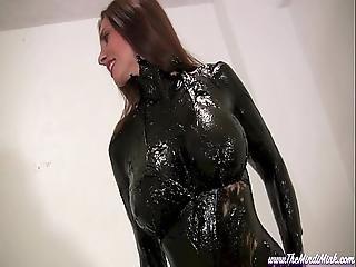 fekete, rendetlen, olajozott, nedves
