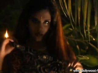 Dancing Bollywood Babe Is Sexy