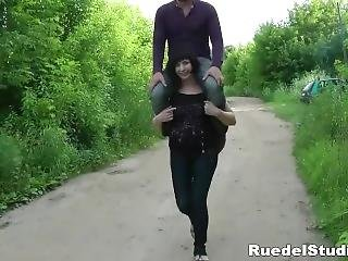 Extreme Long Shoulder Ride On Mature Woman