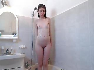 Teen Masturbate In Shower For Cam Selfi