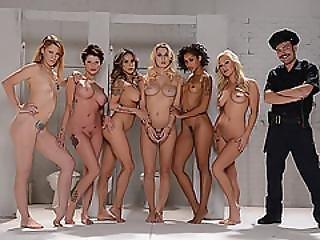 Neuken, Groepsex, Geil, Huisgenoot, Lesbisch, Likken, Poes, Sex, Tattoo, Nat, Wild
