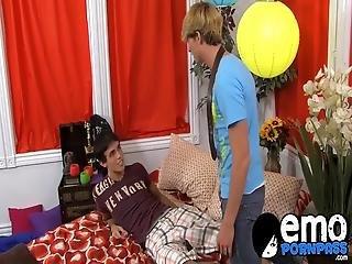 emo lány nagy fasz leszbikus cicaharc szexré alakul