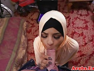 Jihab Cockscuking Muslim Takes Cum In Mouth
