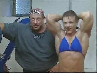 Gigantic Female Bodybuilder Posing And Flexing - Simone R.
