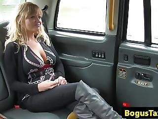 American Firsttimer Taxi Babe Shows Bigtits