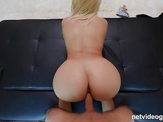 Bubble Butt And Big Tits On This Amateur Calendar Girl