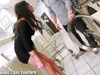 Shemale Public Anal Fucked In Laundromat