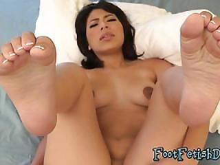 Asian Babe Lin Shows Her Feet