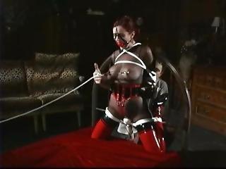 рабство, костюм в виде комбинезона, фетиш, лесбиянка