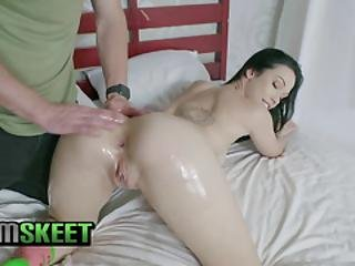 Teencurves - Curvy Teen Girl Lets A Man Fuck Her Pussy