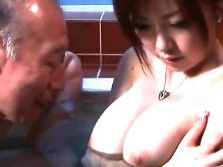 Old Dude And His Girl Are In The Tub