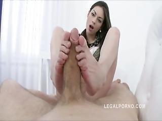 anal, dupa, jaja, obciąganie, brunetka, na pieska, stopa, pieszczoty stopą, rozwarta dziura