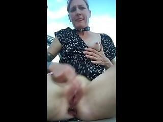 amatør, biker, blond, rompe, buttplug, onanering, orgasme, offentlig, ridning, små pupper, solo, tattovering