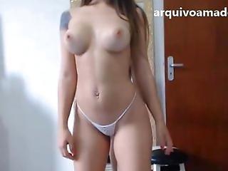 Novinha gostosa com silicone calcinha branca