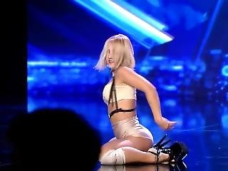 Very Hot Dancer